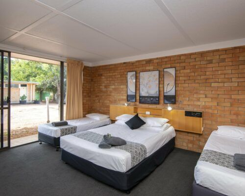 longreach-accommodation-jumbuck-motel-family-room (1)