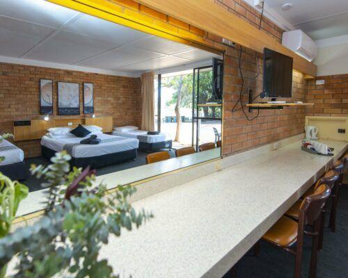 longreach-accommodation-jumbuck-motel-family-room (12)