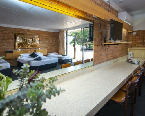 longreach-accommodation-jumbuck-motel-family-room (13)