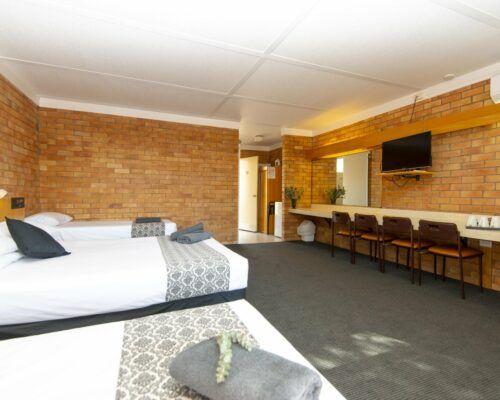 longreach-accommodation-jumbuck-motel-family-room (15)