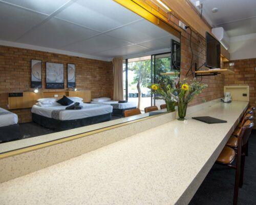 longreach-accommodation-jumbuck-motel-family-room (6)