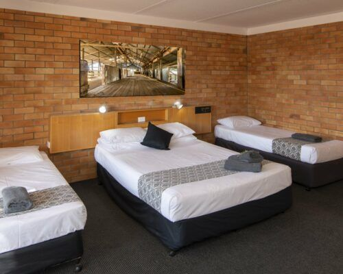 longreach-accommodation-jumbuck-motel-family-room (8)