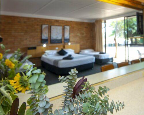 longreach-accommodation-jumbuck-motel-family-room (9)