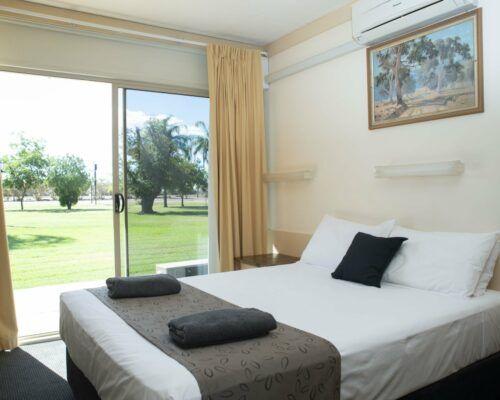 longreach-accomomodation-jumbuck-motel-queen-room (1)