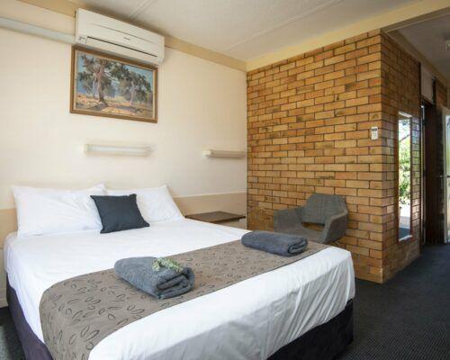 longreach-accomomodation-jumbuck-motel-queen-room (10)