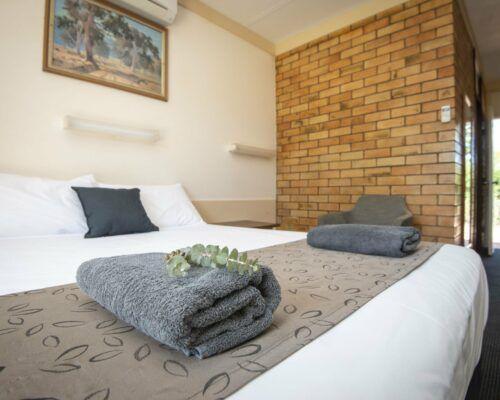 longreach-accomomodation-jumbuck-motel-queen-room (12)