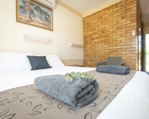 longreach-accomomodation-jumbuck-motel-queen-room (13)