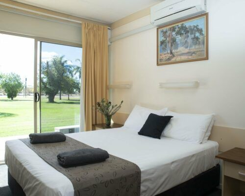 longreach-accomomodation-jumbuck-motel-queen-room (15)