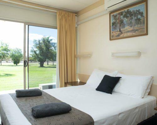 longreach-accomomodation-jumbuck-motel-queen-room (16)