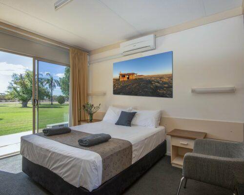 longreach-accomomodation-jumbuck-motel-queen-room (3)