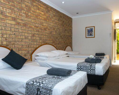 longreach-albert-park-family-room (1)