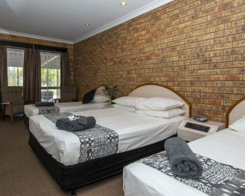 longreach-albert-park-family-room (13)