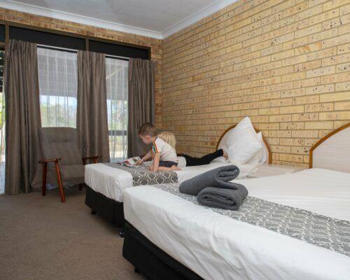 longreach-albert-park-family-room (3)