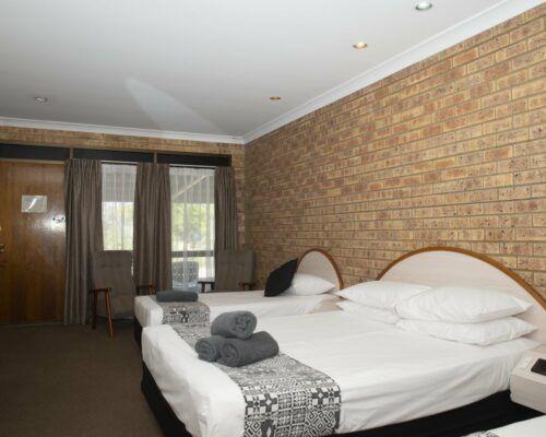 longreach-albert-park-family-room (4)