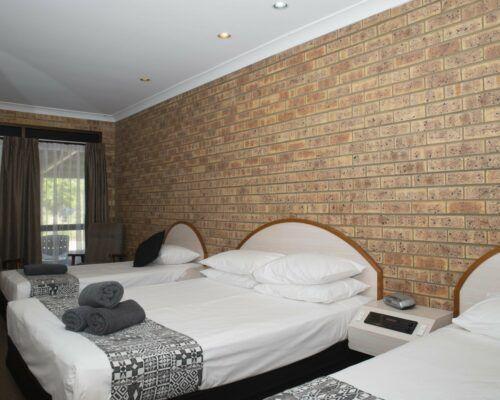 longreach-albert-park-family-room (5)