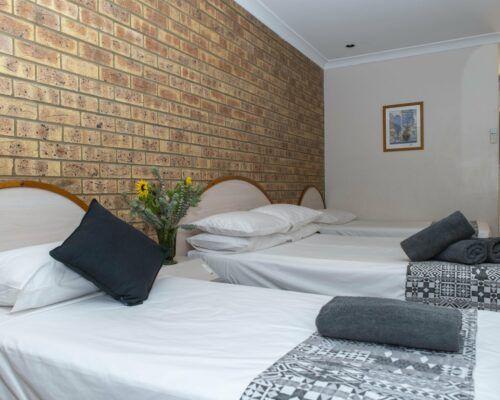 longreach-albert-park-family-room (7)