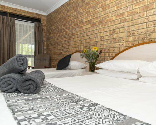 longreach-albert-park-family-room (8)