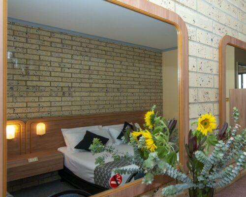 longreach-albert-park-twin-room (14)
