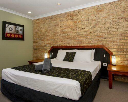 longreach-motel-albert-park-executive-king-room (5)